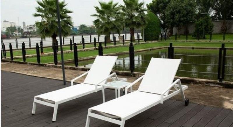 10 mẫu ghế hồ bơi ngoài trời