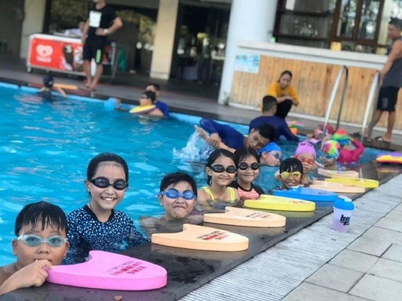 Review hồ bơi khách sạn Ramana hấp dẫn