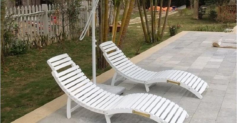 Ghế gỗ bể bơi sơn trắng