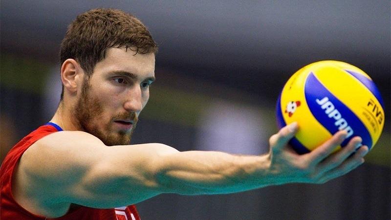 Maxim Mikhaylov chơi ở vị trí đối chuyền