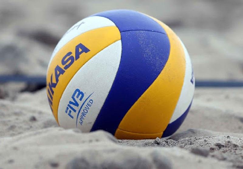 Quả bóng chuyền thi đấu ở biển mềm và nhẹ hơn rất nhiều