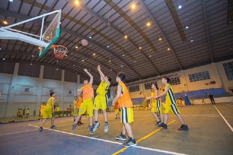 Sân bóng rổ dành cho học sinh trung học