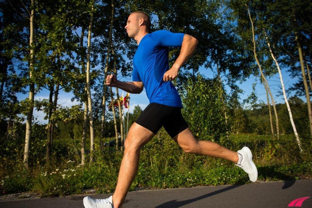 Rèn luyện thể lực bằng bài tập chạy bộ mỗi ngày