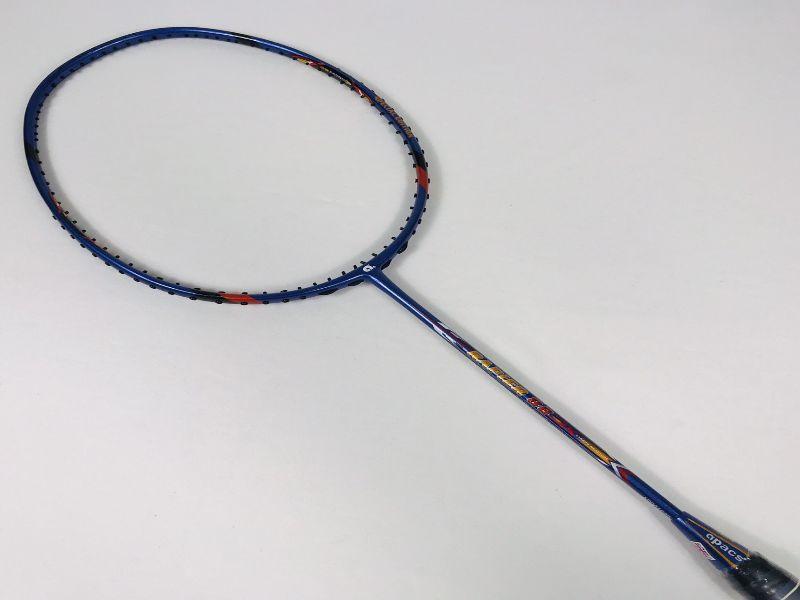 Độ cứng của chiếc vợt này ở mức trung bình giúp bạn thao tác nhanh