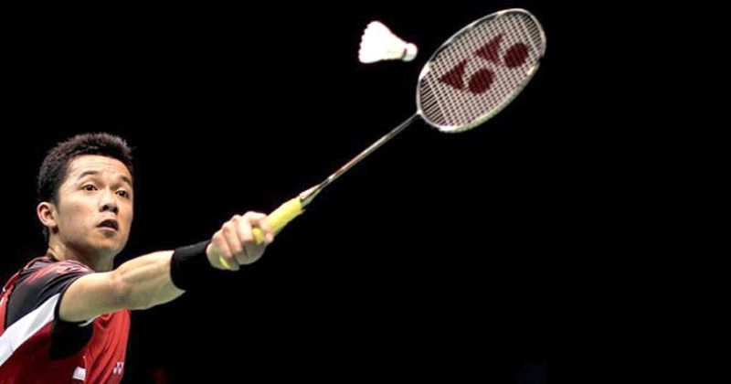 Hướng dẫn cách cầm vợt cầu lông bằng tay trái
