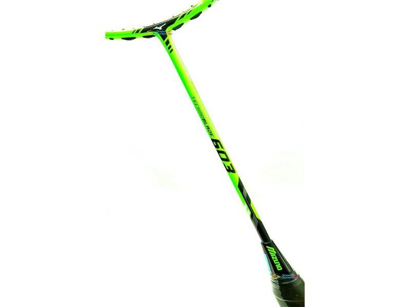 Cán vợt chắc chắn, tạo nên những pha tấn công tốt
