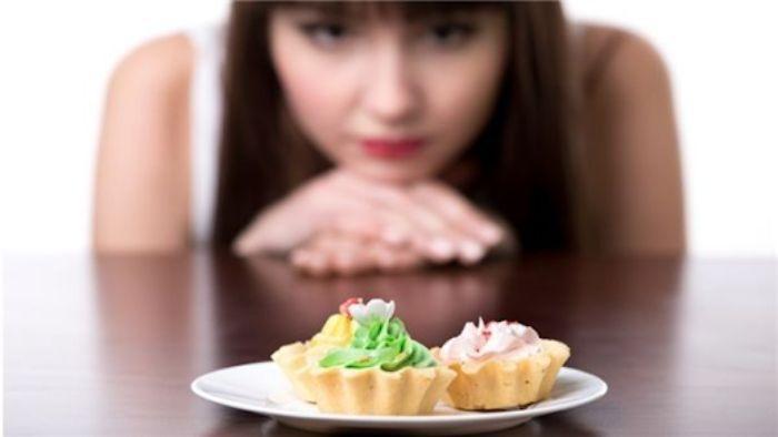 Cảm giác đói đến chậm và giảm số lượng thức ăn tiêu thụ mỗi bữa